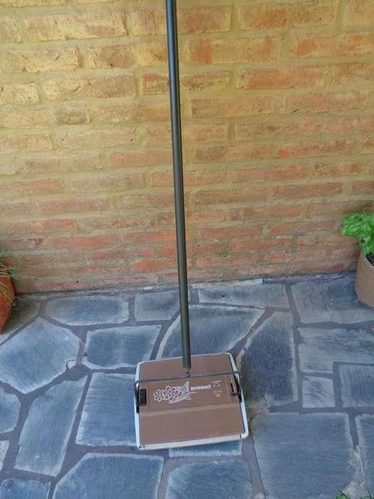 Vendo práctico barre <strong>alfombra</strong>s sin electricidad
