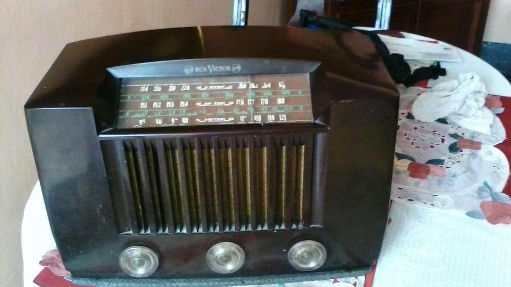 Vendo radio antiguo RCA VICTOR