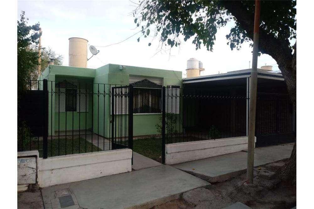 Casa en Capital 3 Dorm. Barrio Enfermera Medina.