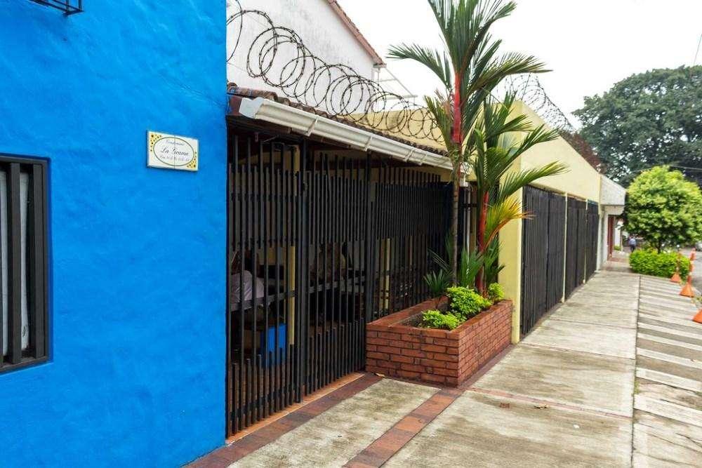 Casa de 3 niveles, conjunto cerrado, piscina sala de recibo, patio de ropas, a 10 minutos de centro 57555