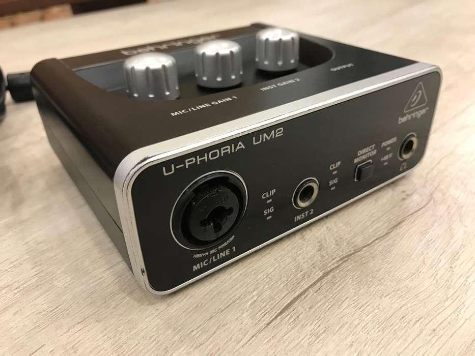 Behringer U-phoria Um2 Audio Interfaz usada