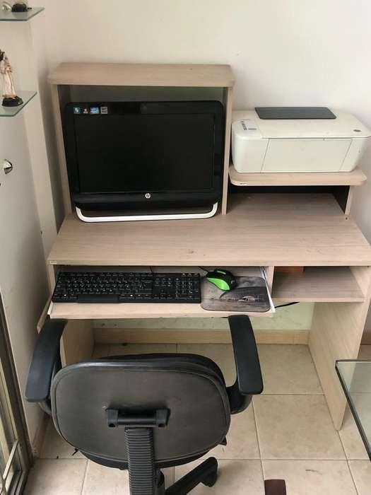Computador , Mueble y silla