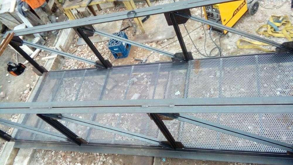 vendo puente peatonal de hierro