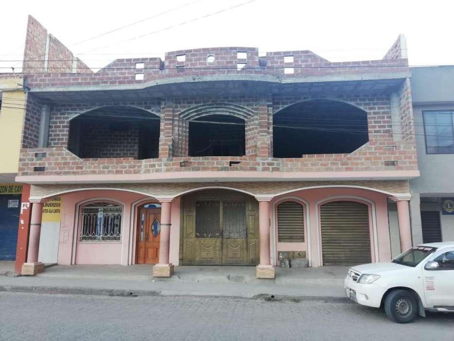 Venta de Casa de Dos Plantas con Local Comercial.