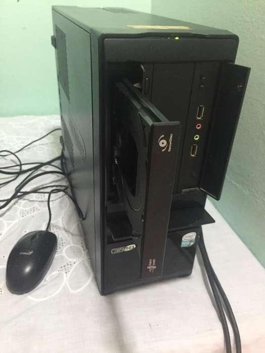 Vendo Computador de Mesa con Win7