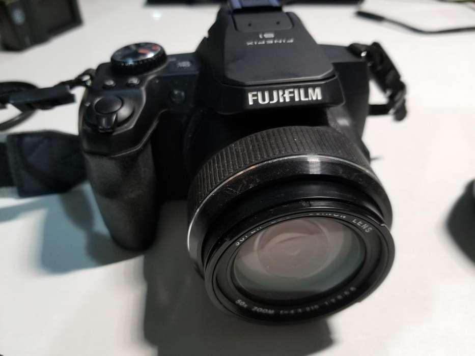 Camara de fotos Fujifiml Finepix S1 Zoom 50x con accesorios!