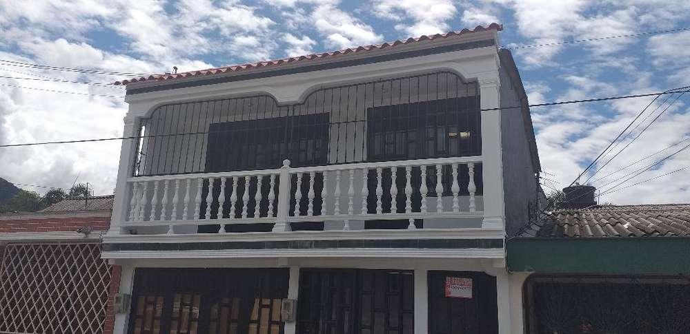 Casa Catumare a 1 Cuuadra de La Avenida.