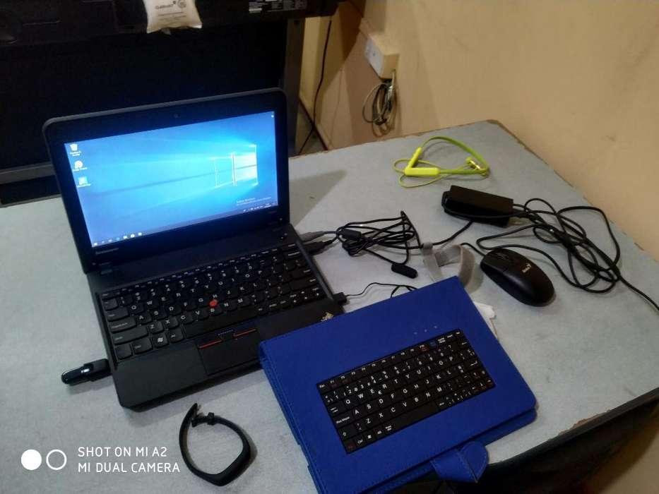 Laptop Lenovo (pequeño Detalle)