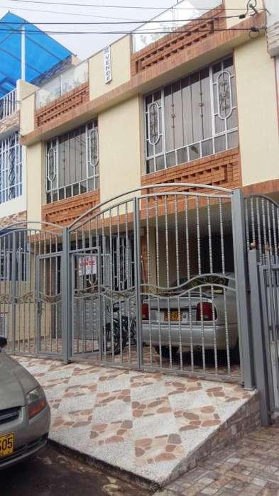 Se vende casa Fusagasuga, 2 <strong>apartamento</strong>s, 230 m2 construidos, garaje, Cod.3765877