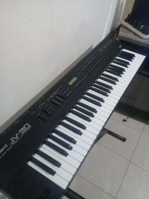 Sintetizador 5 Ovtavas Roland