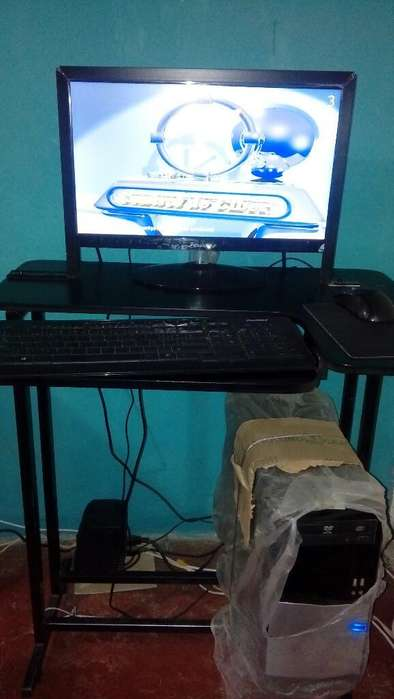 Computador con Mesa Janus