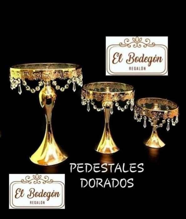 Pedestal Dorado de 3 Oferta