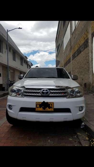 Toyota Fortuner 2011 - 90000 km