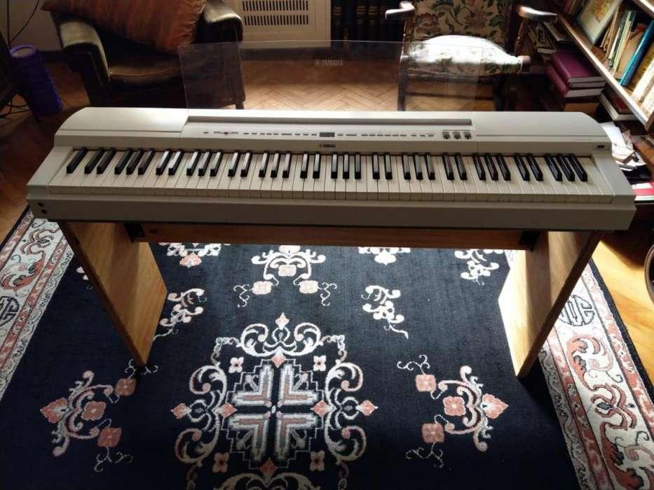 Piano eléctrico Yamaha P255w blanco 88 teclas Impecable con stand hecho a medida
