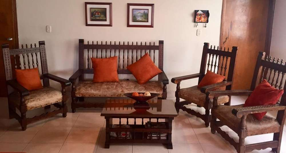 Sala rústica de madera y cuero