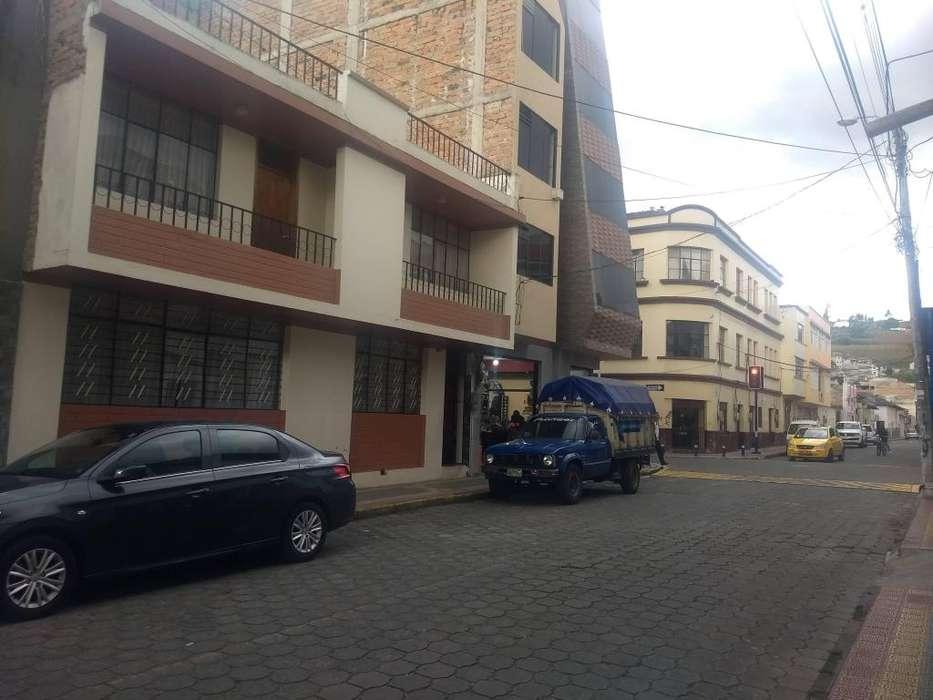 Otavalo se vende casa a dos cuadras del parque central de Otavalo