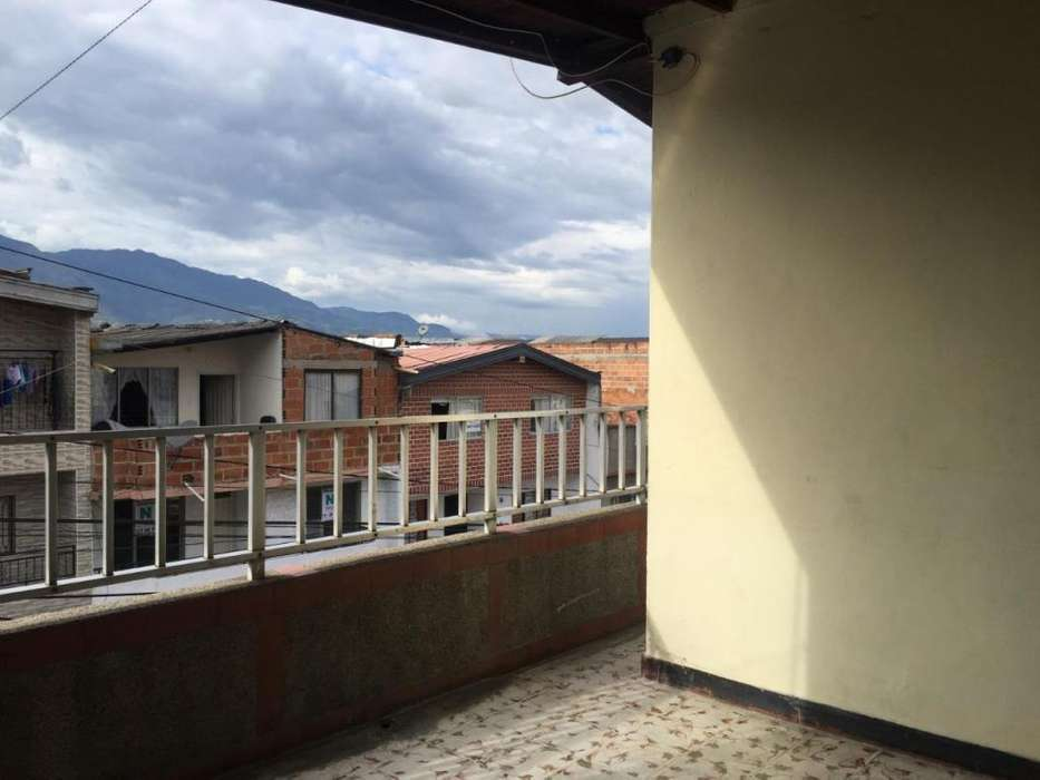 Casa tercer piso en venta Pedregal Medellín. - wasi_1527125