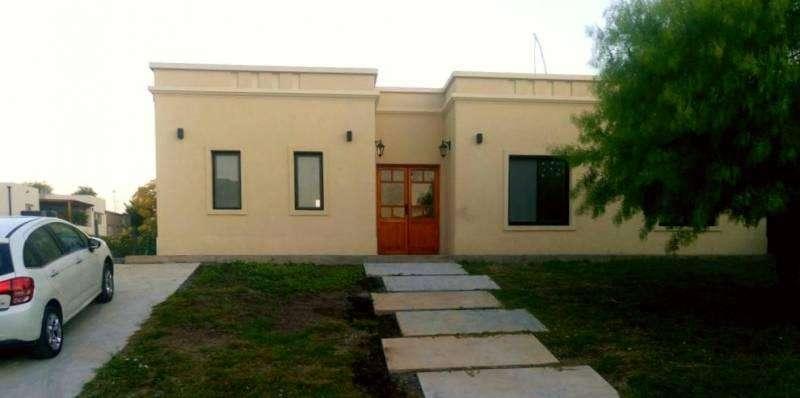 VIGENTE AGOSTO/19  Excelente casa en Santa Guadalupe, Pilar del Este. OPORTUNIDAD !!!!