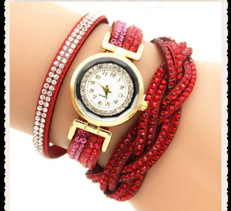 Reloj Pulsera, Varios Diseños, Varios Colores