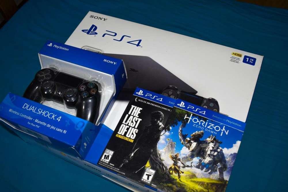 Vendo PS4 con 2 juegos y 2 joysticks, con todos sus accesorios. FULL.