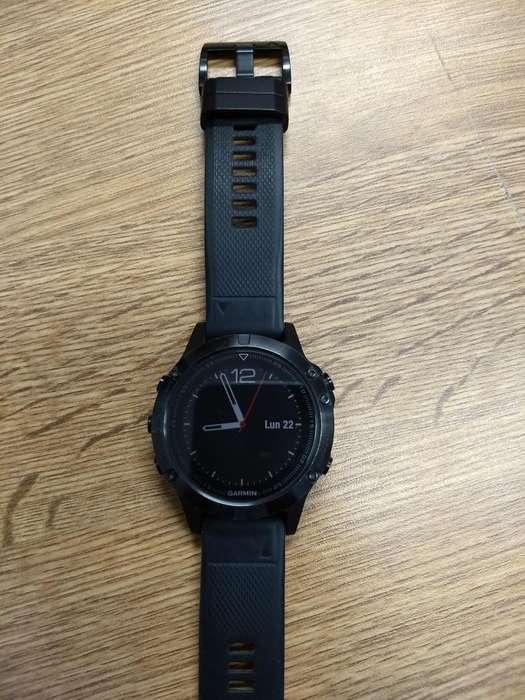 Reloj Garmin Fenix 5 Negro Zafiro con dos mallas una negra y otra amarilla (Quickfit). IMPECABLE. POQUISIMO USO.