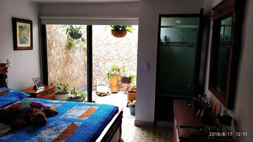 Oportunidad por motivo de viaje vendo hermosa casa en Medellin