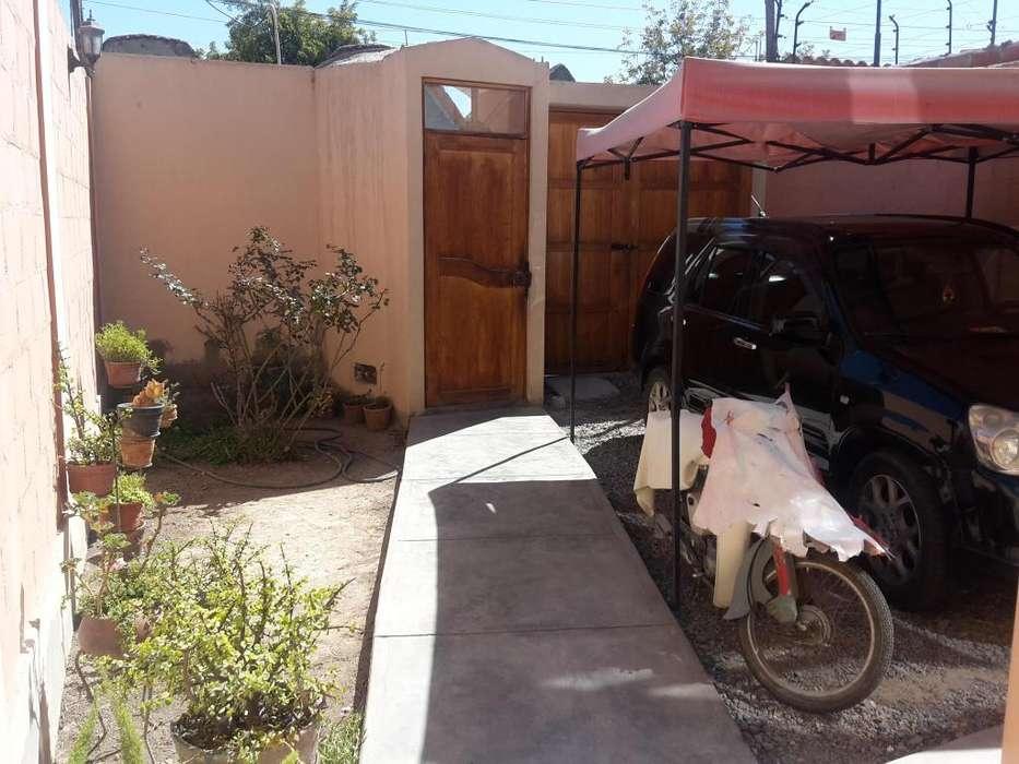 Venta de Casa de amplios ambientes a espaldas del Mercado Central de Tacna
