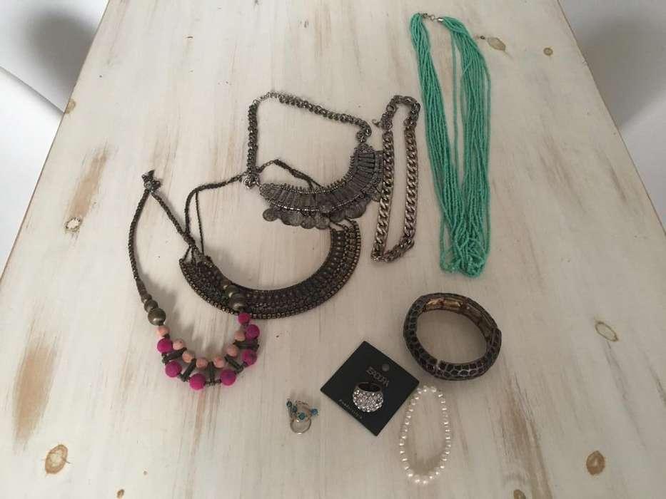 5 Collares, 2 pulseras, aros y anillo