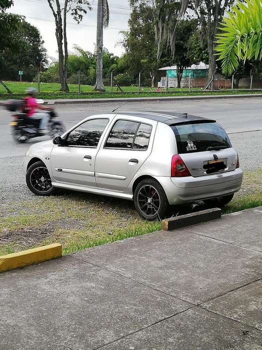 Renault Clio  2006 - 12643 km