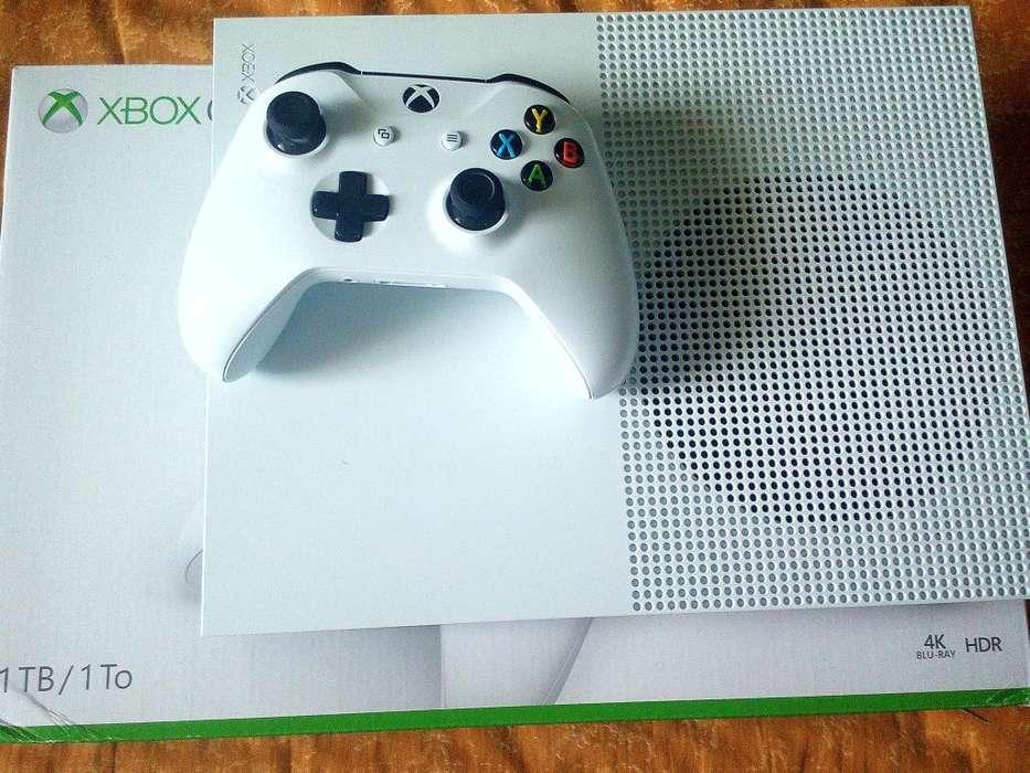 Xbox One S de 1 TB (330 dólares).