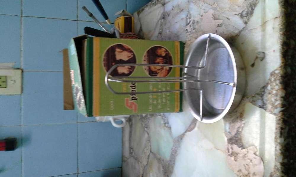 Soporte de acero inoxidable para hacer pollo al spiedo, nuevo