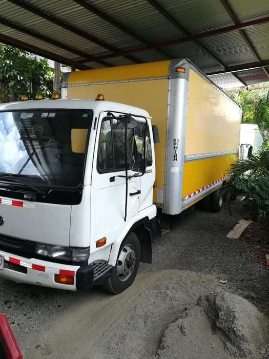 Camion Nissan Ud