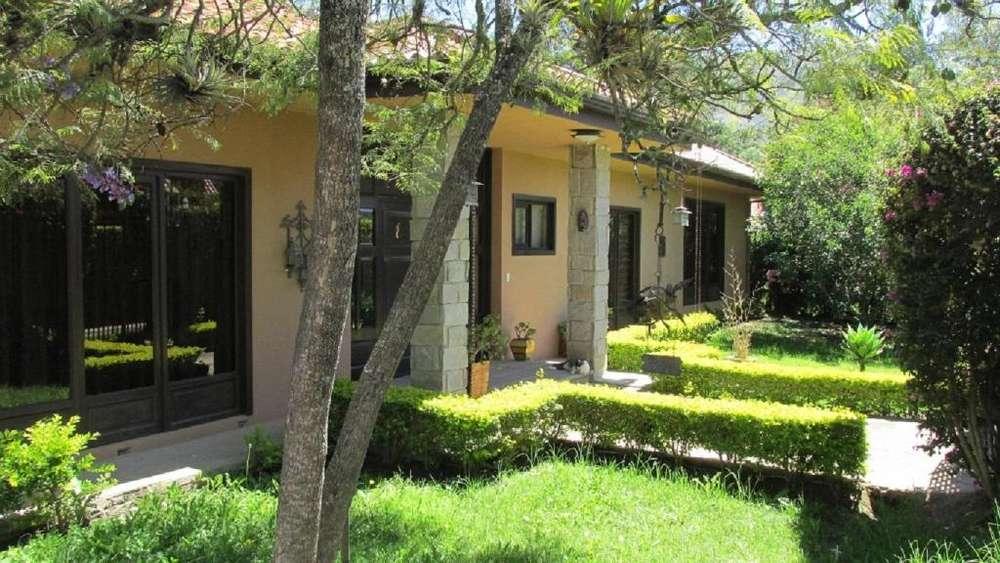 2005 Villa De Una Sola Planta