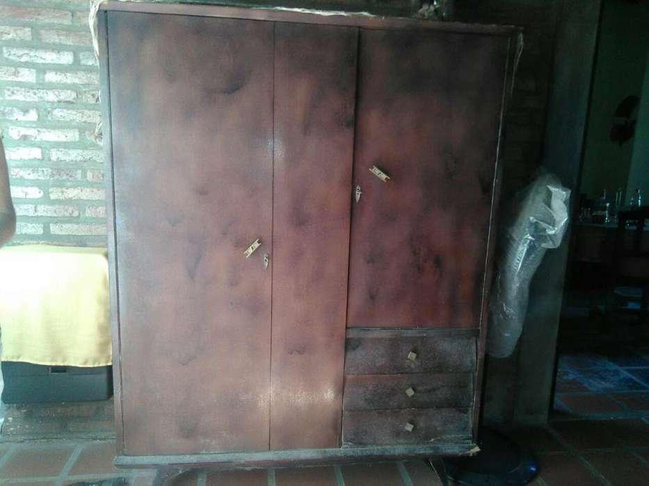 mueble, ropero 2 puertas y 3 cajones