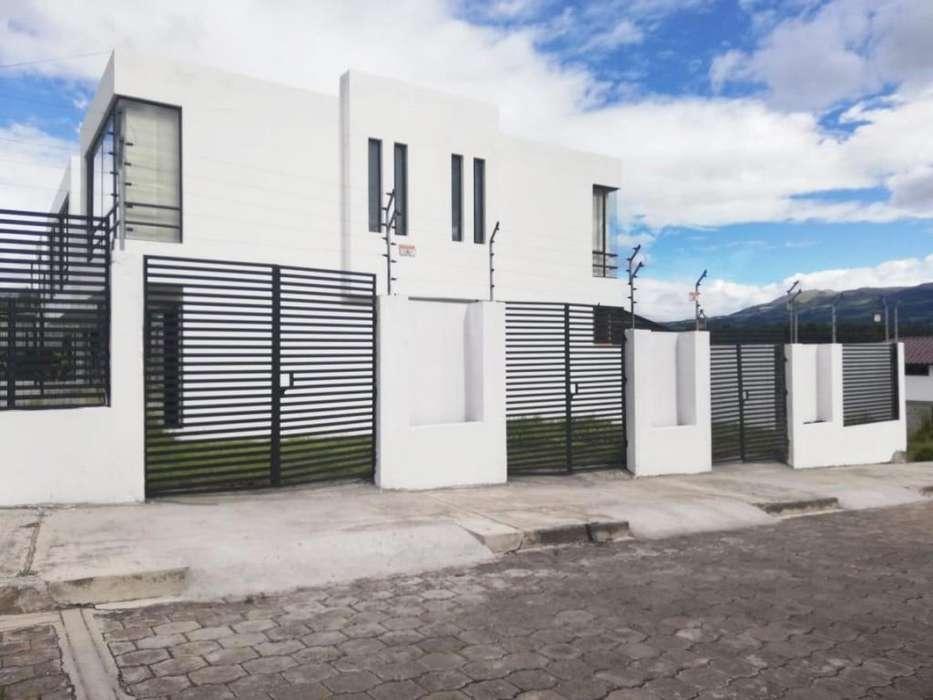 Se Vende Casa Estilo Minimalista 120 m² Dentro de Urbanización, Sector Colibrí