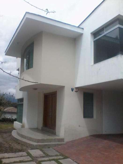 Rento Casa Amplia y segura en Cumbaya
