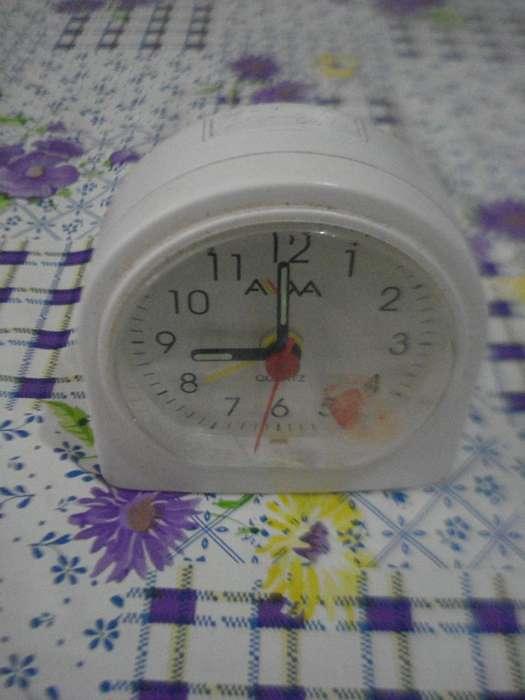 Reloj Despertador Aiwa A Pila Medio Antiguo Funcinando