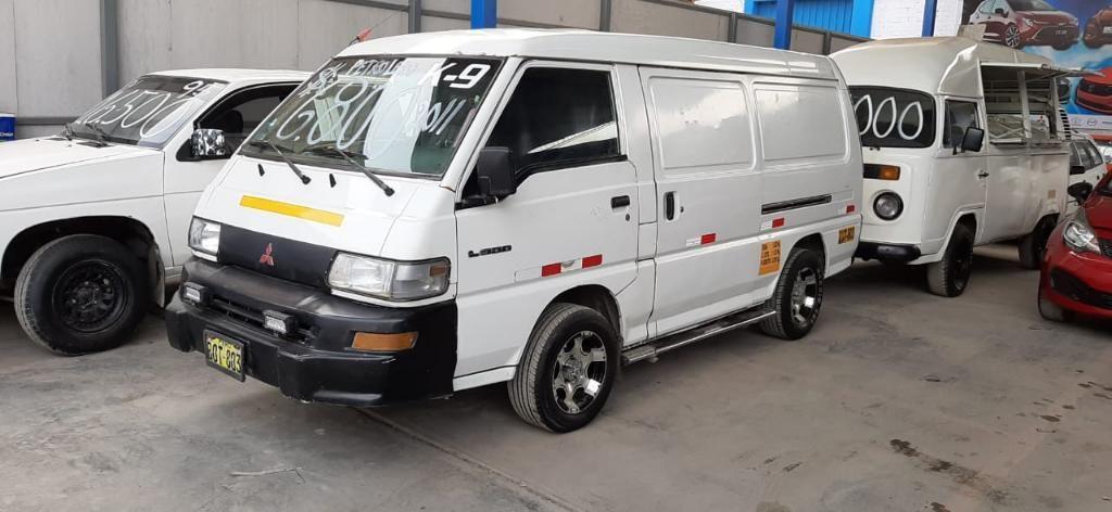 Combi Mitsubishi L300 2011petrolero