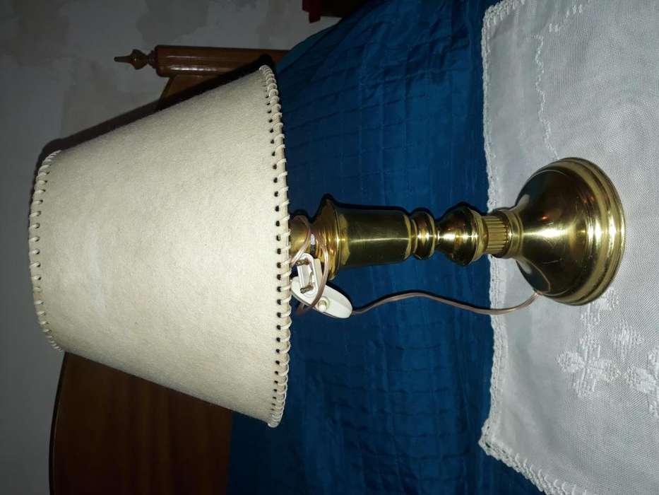 Bellísima lámpara de mesa de bronce