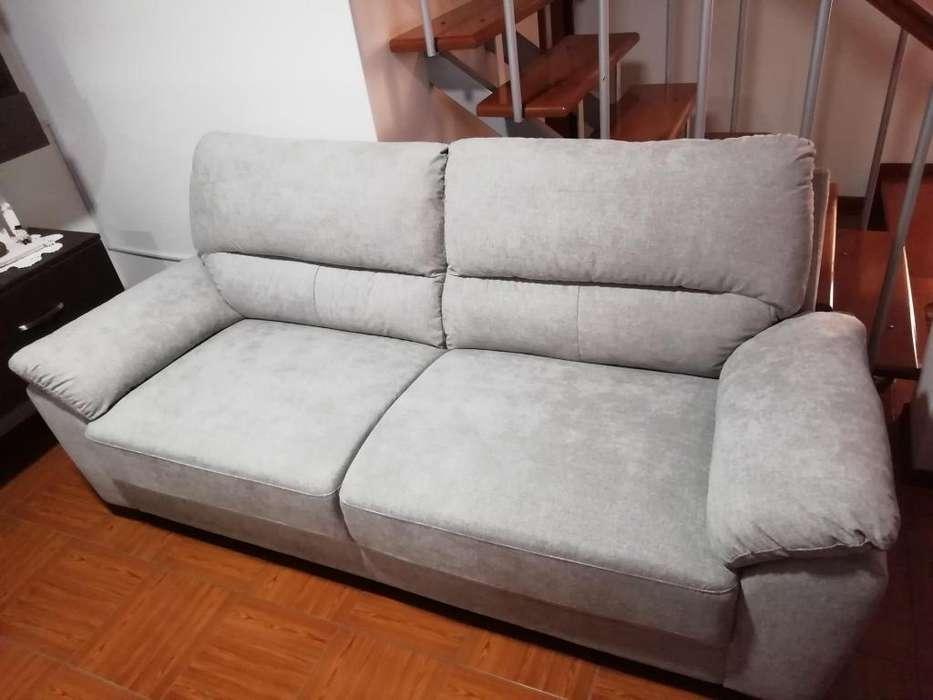 Se Vende Un Sofa Cordova de 3 Cuerpos Gris.