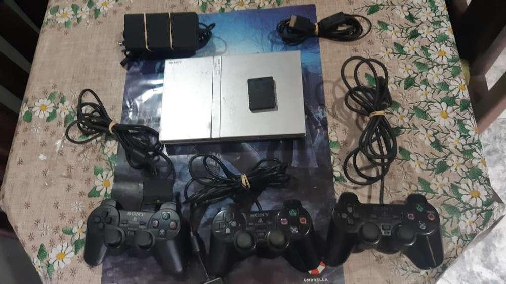 Vendo Consola Sony Play Station 2 Edicion (SILVER).