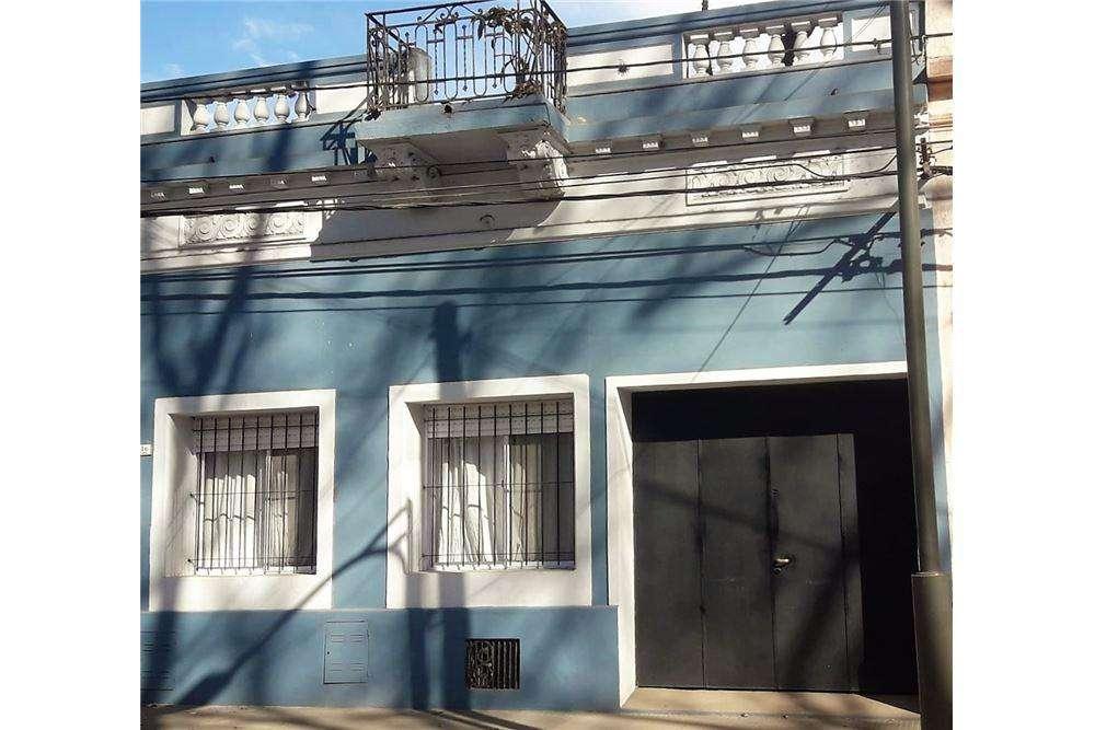 Casa en venta con cochera doble - Rosario