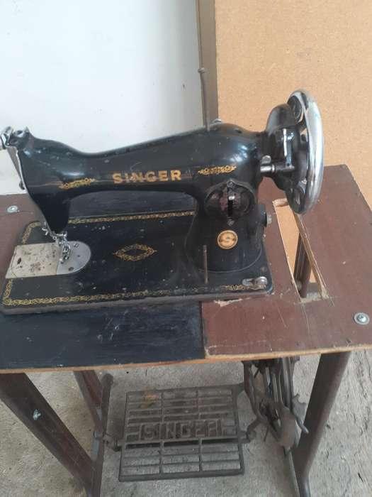 Se Vende Maquina de Coser Singer Antigua