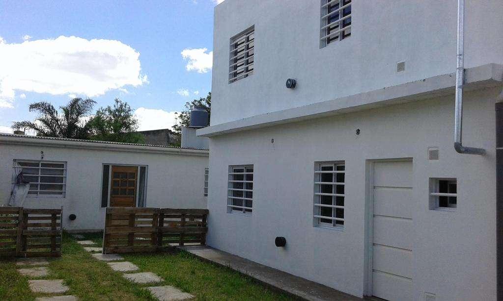 Departamento  COCHERA: 1 dormitorio. LA PLATA 140 e/56 y 57 Los Hornos Frente Colegio San Benjamín PARTICULAR