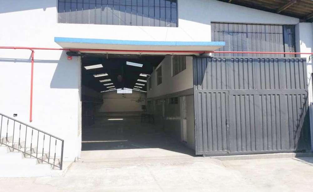 Carcelen, galpón, renta, 782 m2, 3 baños, 3 parqueaderos
