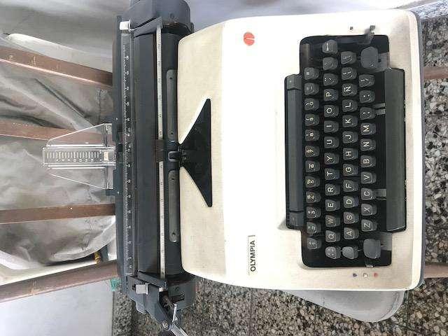 Maquina De Escribir Olimpia Retro Vintage