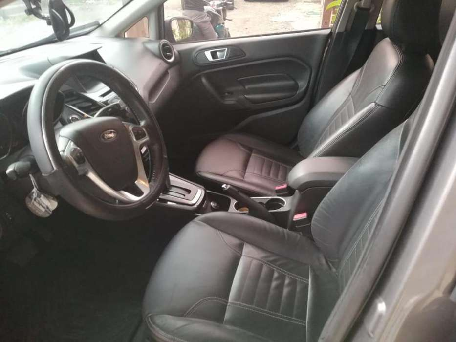 Ford Fiesta  2014 - 74000 km