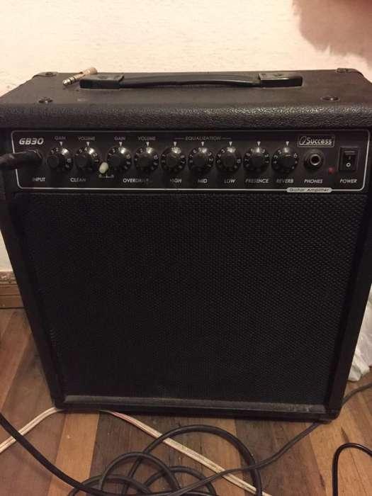 Amplificador de Guitarra 30 Watts Succes