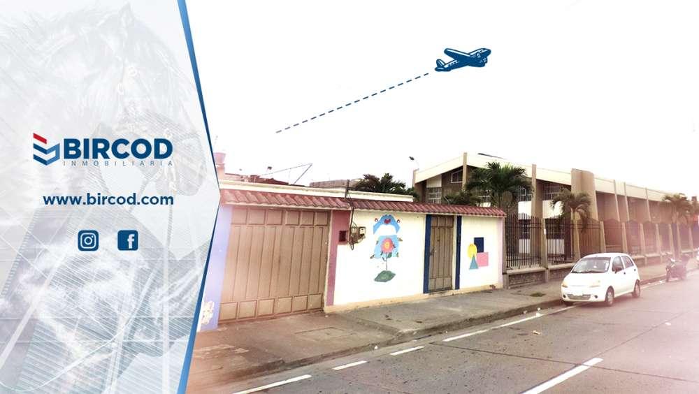 Local Comercial con Construcción Machala, Avenida Las Palmeras y Marcel Laniado, Frente a TVCABLE