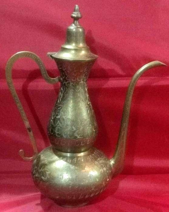 Antigua anfora cafetera tetera hindu de bronce